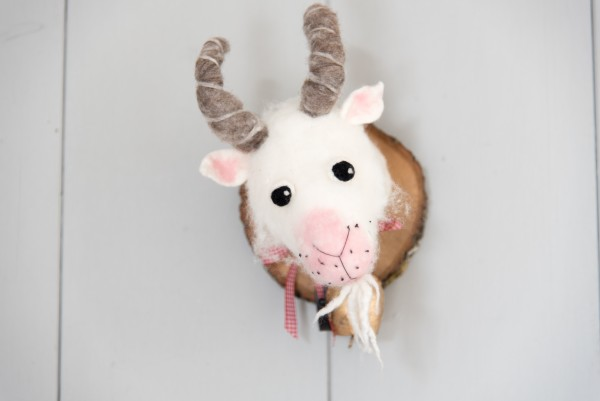 """Filztrophäe """"Ziege mit Glöckchen"""" aus Merino Schafwolle mit Kleiderhaken ♥"""