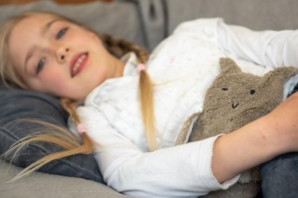 Kinderkissen Marlene die Eule mit Traubenkernfüllung - Bio Plüsch