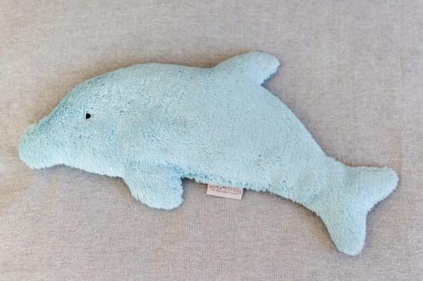 Kinderkissen Joe der Delphin mit Traubenkernfüllung - Bio Plüsch