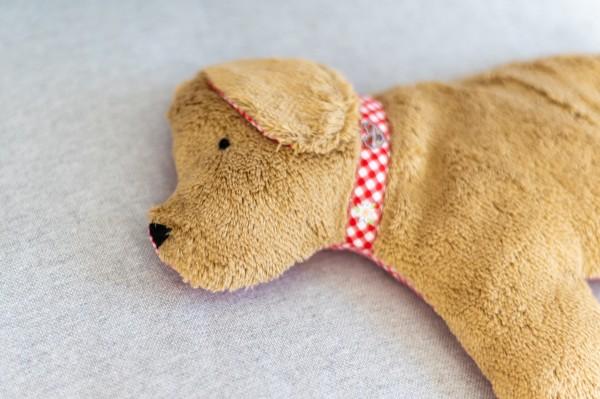 Kinderkissen Lenni der Hund mit Traubenkernfüllung - Bio Plüsch